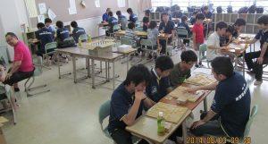 県内アマ強豪棋士や勝又六段などプロ棋士を招いての練習会も実施しています。